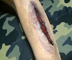 ハロウィンの仮装!ゾンビの傷口メイク「やり方と手順」⑦」