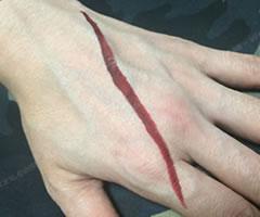 ハロウィン用 切り傷・ひっかき傷メイク「やり方と手順」①」