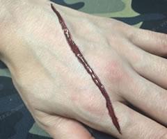 ハロウィン用 切り傷・ひっかき傷メイク「やり方と手順」③」