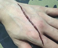 ハロウィン用 切り傷・ひっかき傷メイク「やり方と手順」④」