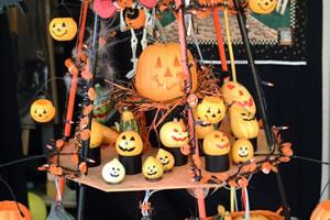 なぜ ハロウィンに「顔が彫られたかぼちゃ」