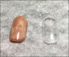 ゾンビ仮装メイク!100均で作る「割れた爪ネイル」やり方と手順 ①