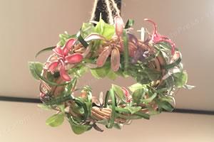 マニキュアフラワーで手作り♪クリスマス用「フライングリース」