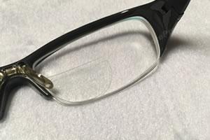 貼るレンズで近視用メガネを老眼鏡に!「サイズ調整 1」
