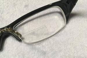 貼るレンズで近視用メガネを老眼鏡に!「サイズ調整 2」