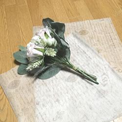 「100均材料でできる花束ラッピングの方法 1」
