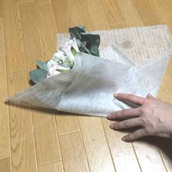 「100均材料でできる花束ラッピングの方法 3」