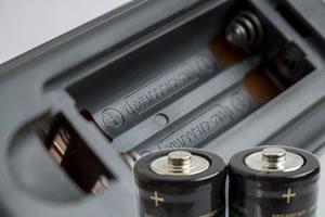 リモコンに使用する電池は「マンガン電池?それともアルカリ電池?」
