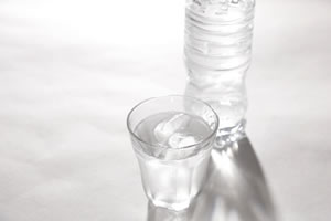 冷え性改善の飲み物「朝、コップ1杯の冷たい水を飲む!」