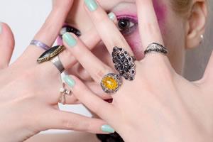 女性の指輪の平均サイズ